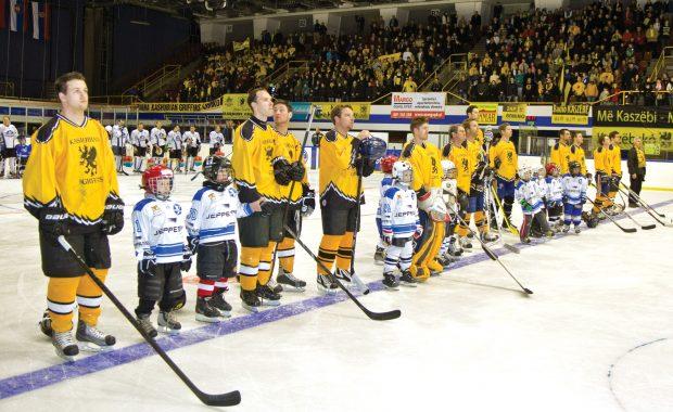 Kaszebe Hockey In Poland.jpg