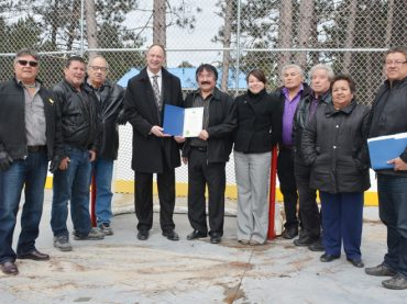Algonquins of Pikwàkanagàn unveil new outdoor rink