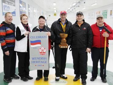 Single point separates finalists at the Heritage Curling Bonspiel